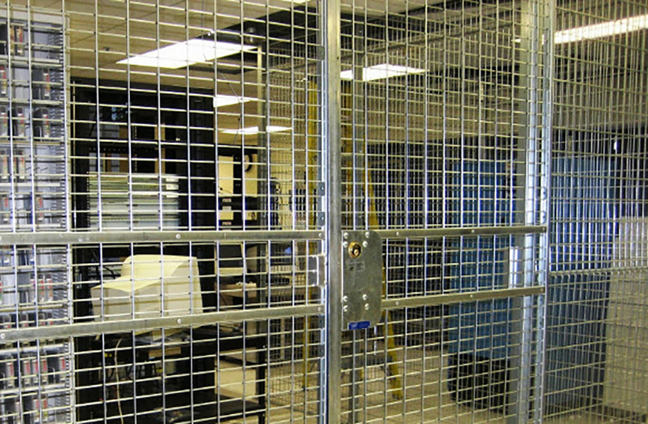 datacentre-steel-mesh-cages-09